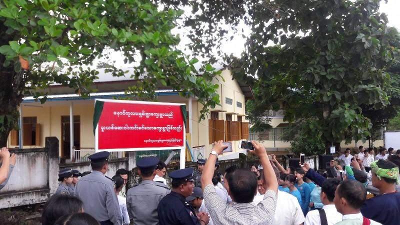 The drug-free zone sign erection ceremony in progress.  Photo: Myitmakha News Agency