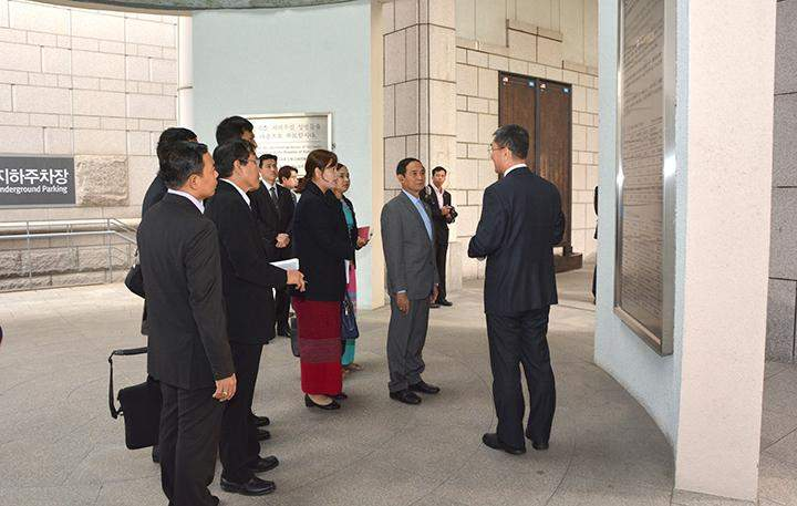 Pyithu Hluttaw Speaker U Win Myint being briefed about the museum.