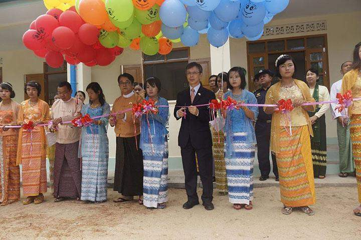 Counsellor of the Embassy of Japan formally opening the reconstructed school.
