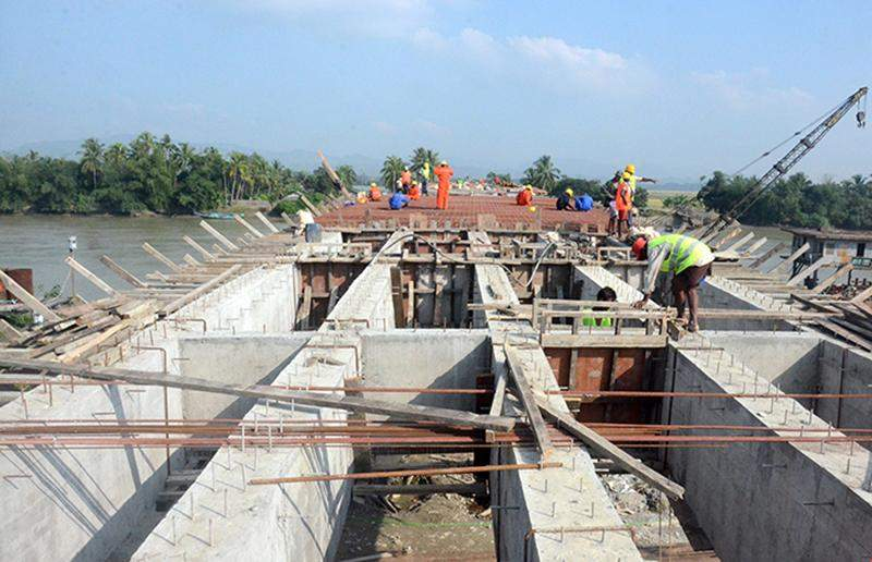 Workers construct Panzinchaung Bridge linking Buthidaung and Rathedaung townships in Rakhine State.