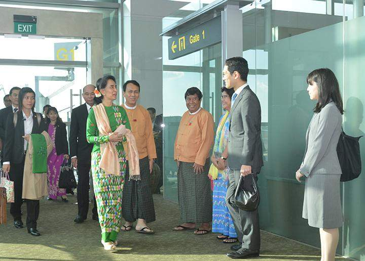State Counsellor Daw Aung San Suu Kyi being welcomed back at Yangon International Airport.
