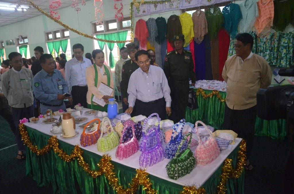 Vice President U Myint Swe views hand-made bags during his visit to Women's Vocational Training School in Khamti. Photo: MNA