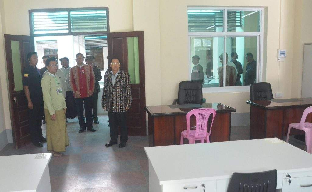 Vice President  U Myint Swe inspects office rooms in Haka Combined Office Complex. Photo: MNA