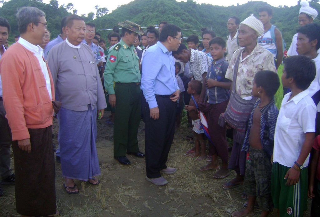 Union Minister Dr Win Myat Aye meets with villagers to provide humanitarian assistance in Maungtaw.Photo: MNA