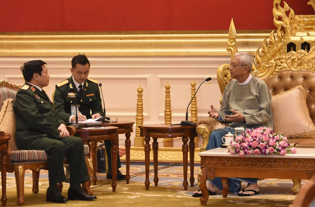 President U Htin Kyaw holds talk with Socialist Republic of Viet Nam Politburo member and Minister of National Defence H.E. General Ngo Xuan Lich in Nay Pyi Taw on 2 October 2017.Photo: MNA
