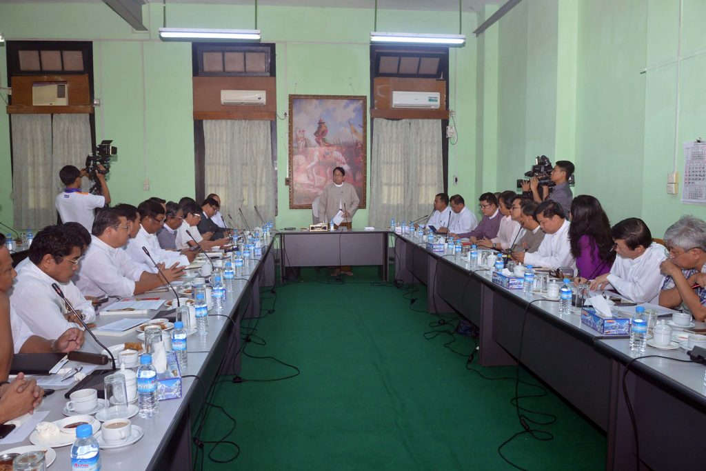 Union Minister Dr Pe Myint discusses with local journalists and foreign correspondents in Yangon.Photo: Myanmar News Agency