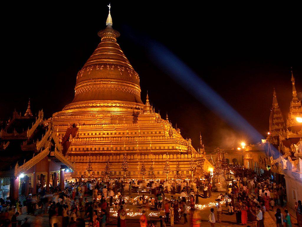 Pilgrims lighting candles at Shwezigon Pagoda on the full moon day of Thadingyut in Bagan.Photo: Ye Thura Aung (Nyaung-U)