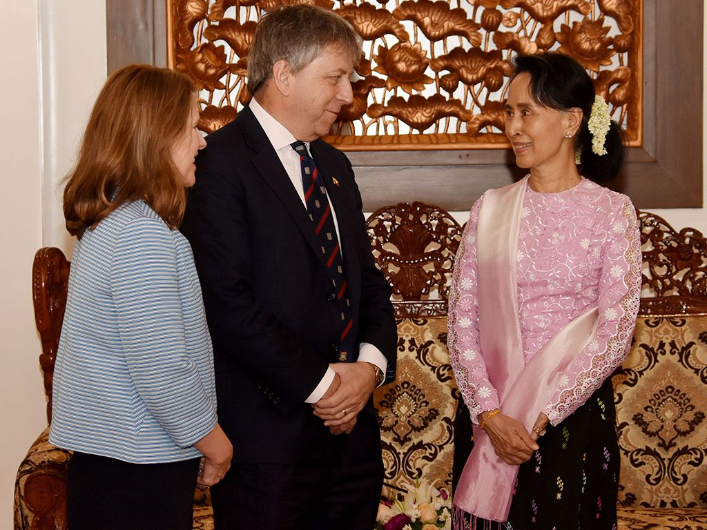 State Counsellor Daw Aung San Suu Kyi welcomes President and Vice-Chancellor of the University of Hong Kong Professor Peter Mathieson in Nay Pyi Taw on 2 October 2017.Photo: MNA