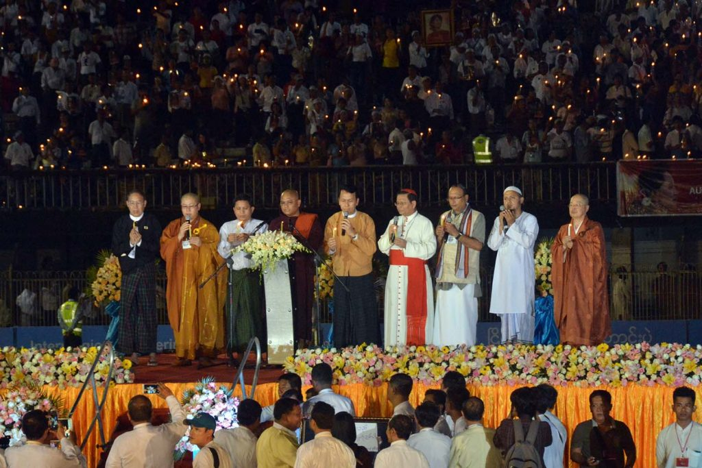 Religious leaders and Yangon Region Chief Minister U Phyo Min Thein pray for peace together with about 30,000 people who joined the inter-faith prayers in support of the State Counsellor Daw Aung San Suu Kyi's leadership for solving the issue in Rakhine State. Photo: MNA