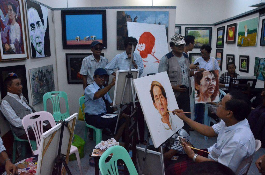 Artists drawing the portraits of State Counsellor Daw Aung San Suu Kyi. Photo: Zaw Gyi (Pannita)