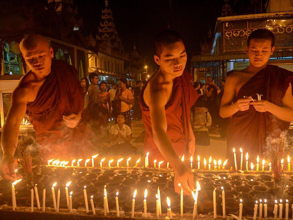 Buddhists are seen at the Shwedagon Pagoda on Full Moon Day of Thadingyut.Photo: Phoe Khwar