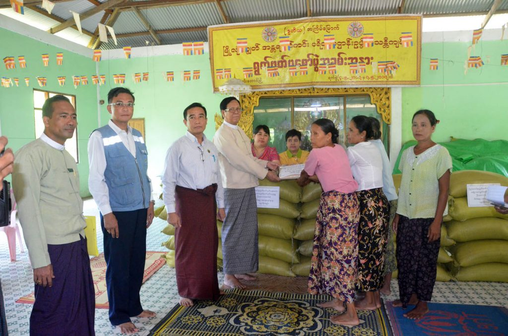 U Aye Tha Aung, Deputy Speaker of the Amyotha Hluttaw, donating rice for IDP camps in Maungtaw. Photo: Myanmar News Agency