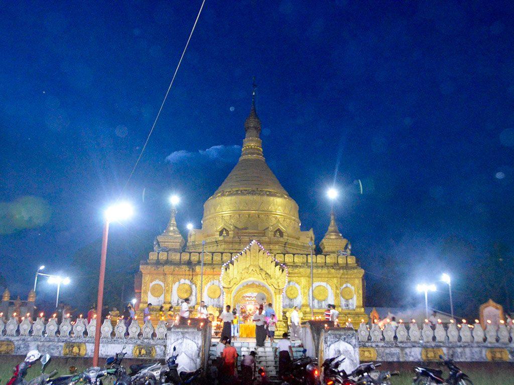 Buddhists celebrate Thadingyut festival at Shwesigon Pagoda in Maungtaw, northern Rakhine.Photo: Thant Zin Win