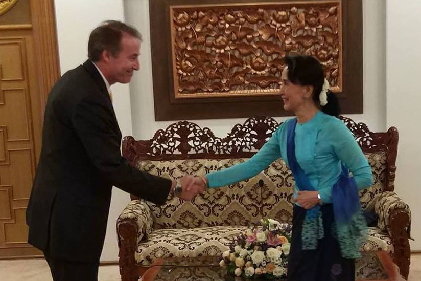 State Counsellor Daw Aung San Suu Kyi welcomes Mr. Kristian Schmidt, Ambassador of the European Union in Nay Pyi Taw.Photo: MNA