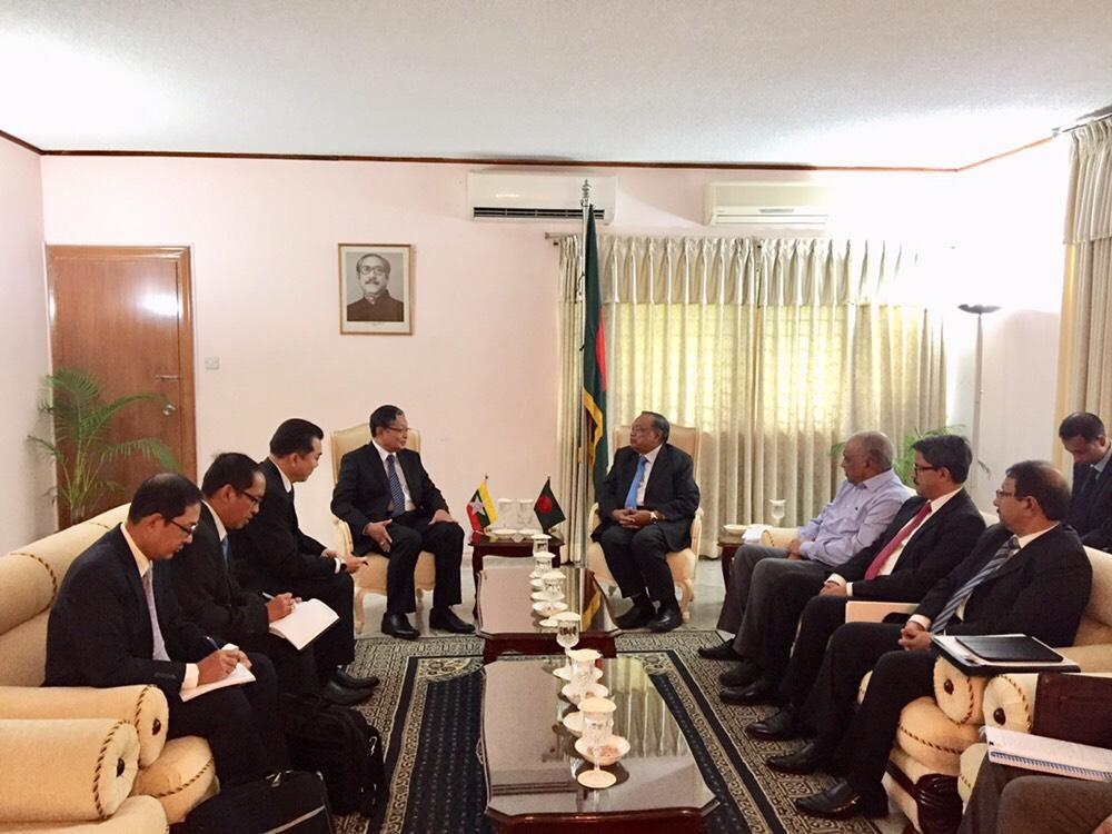 Union Minister U Kyaw Tint Swe holds talks with Bangladeshi Foreign Minister Mr Abdul Hassan Mahmood Ali. Photo: MNA