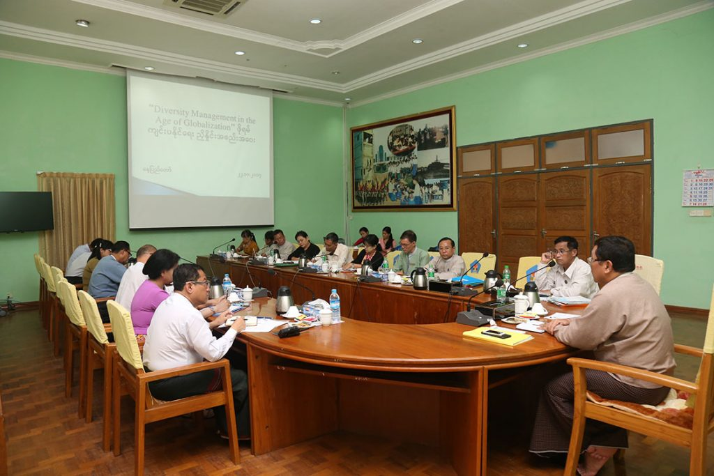 """Union Minister Dr Win Myat Aye addresses the meeting on holding  the """" Diversity Management in the Age of Globalization.""""Photo: MNA"""
