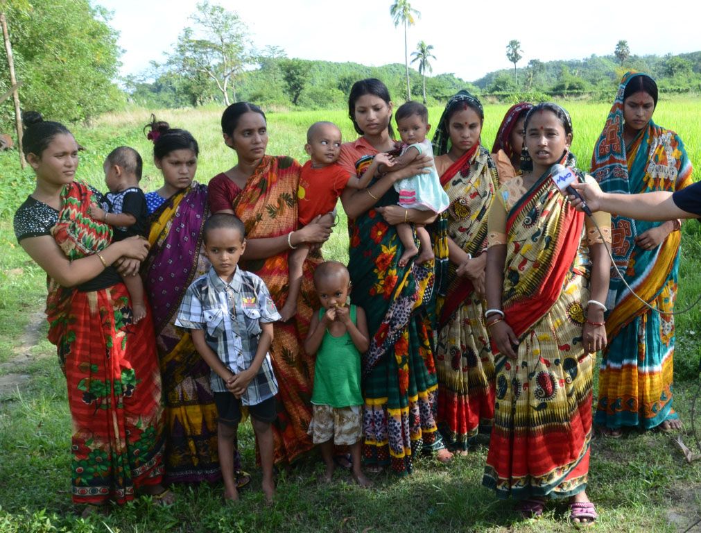 Eight Hindu women arrive back Myanmar together with their children.  Photo: MNA