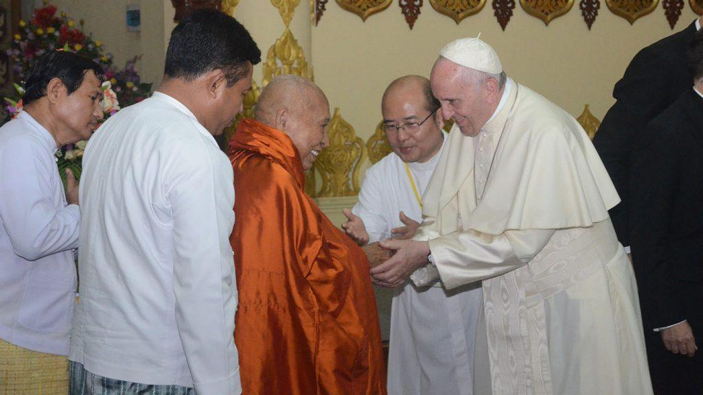 Pope Francis, right, meets Dr. Bhaddanata Kumarabhivamsa, the chairman of the State Sangha Mahanayaka Committee.Photo: MNA