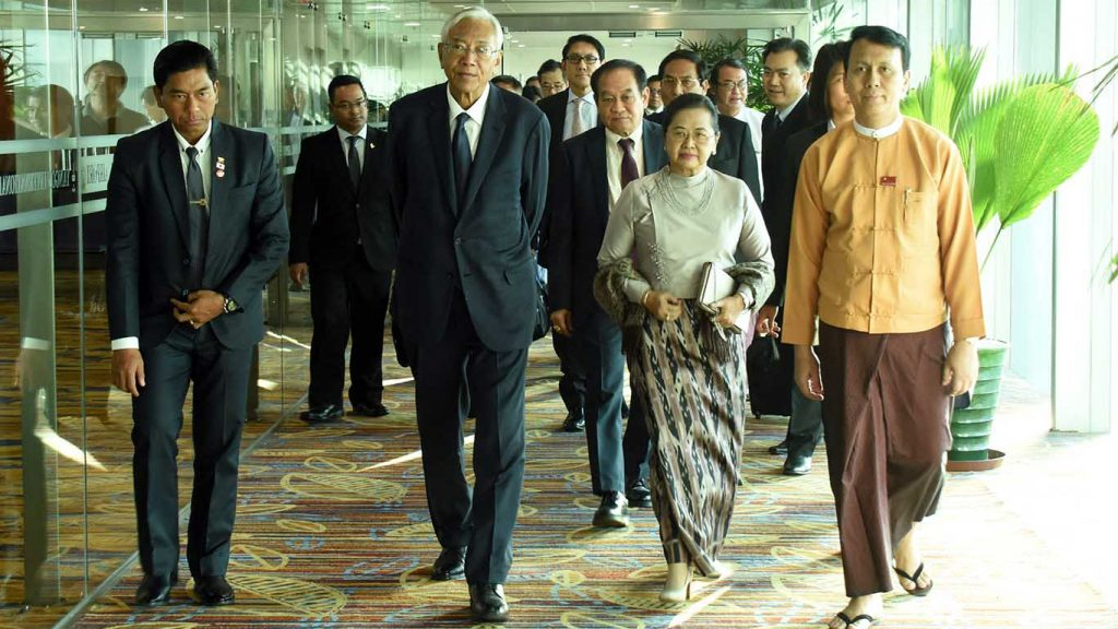 President U Htin Kyaw and wife Daw Su Su Lwin being welcomed back at the Yangon International airport by officials.Photo: MNA