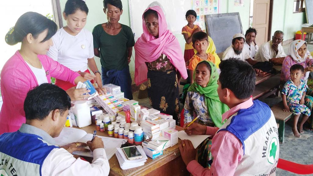 A mobile medical team provides health care services to Muslim families in Buthidaung, Rakhine State.Photo: Myanmar News Agency