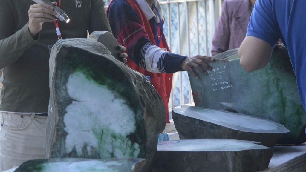 Merchants inspecting jade lots at Myanma Jade and Gems Emporium Photo: MNA