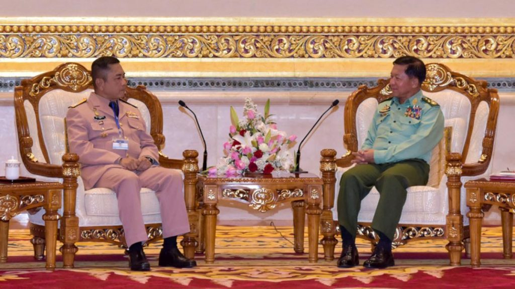 Senior General Min Aung Hlaing holds talks with Commander-in-Chief of the Royal Thai Navy Admiral Naris Phatoomsuwan in Nay Pyi Taw. Photo: MNA