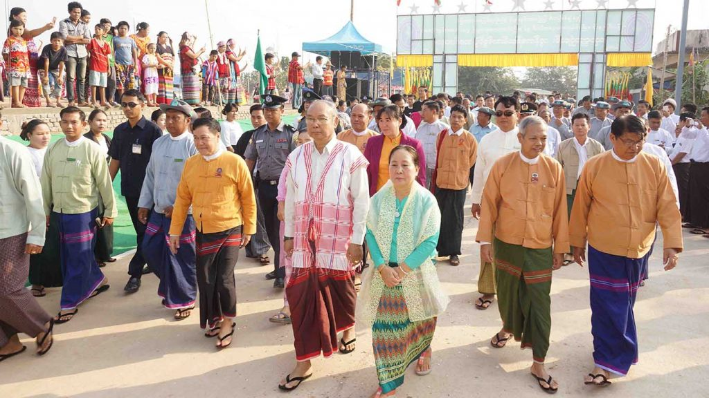 Amyotha Hluttaw Speaker Mahn Win Khaing Than opens new concrete road in Myawady on 7 January 2018. Photo: Htein Linn Aung (IPRD)