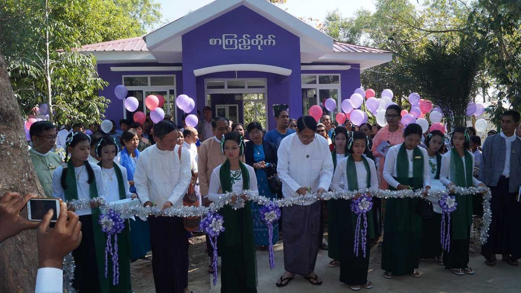 Union Minister Dr Pe Myint cuts ribbon to open the library in Pyapon Township. Photo: MNA