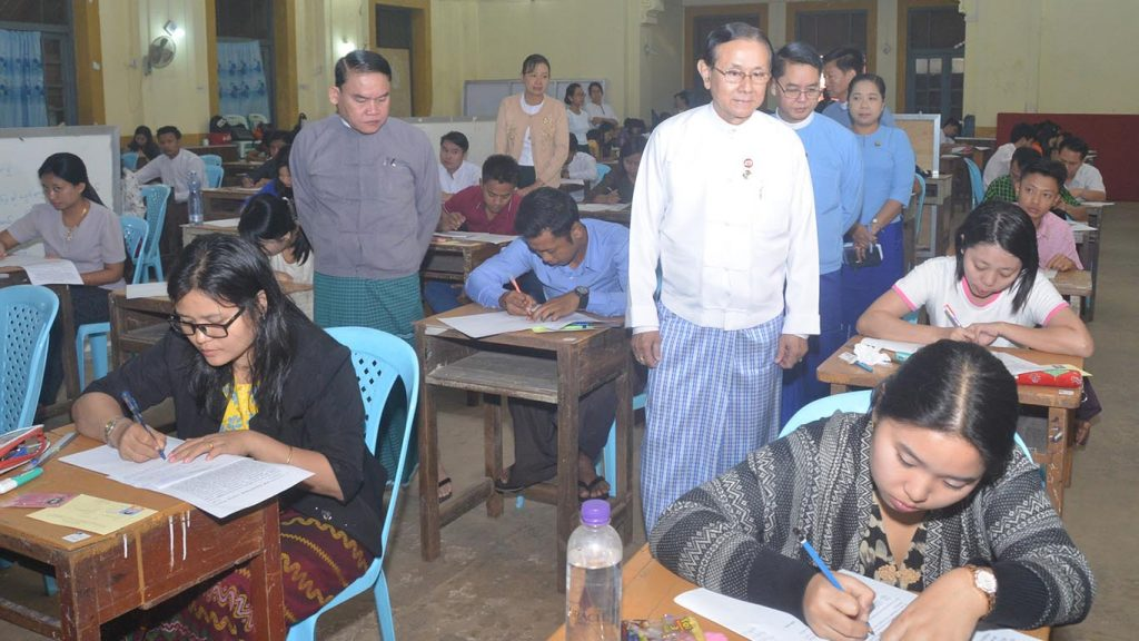 Dr. Win Thein visits the civit service entyr-level test in Yangon. Photo: MNA