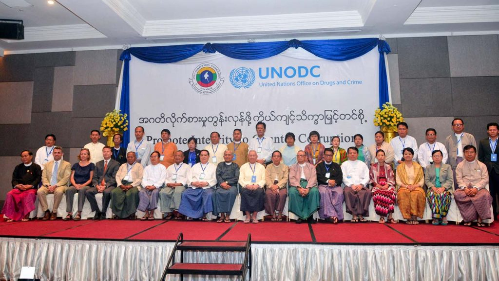 Participants pose for a documentary photo at the paper reading on anti-corruption jointly organised by the Anti-Corruption Commission and UNODC.Photo: MNA