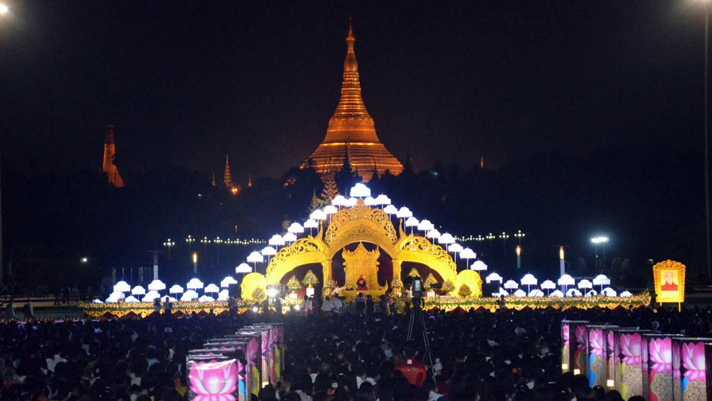 Sayadaw Dr. Bhaddanta Nanda Mala Bivamsa delivers the sermon at the New Year Dhamma Donation Ceremony at the People's Park near Shwedagon Pagoda in Yangon yesterday night.Photo: Zaw Gyi