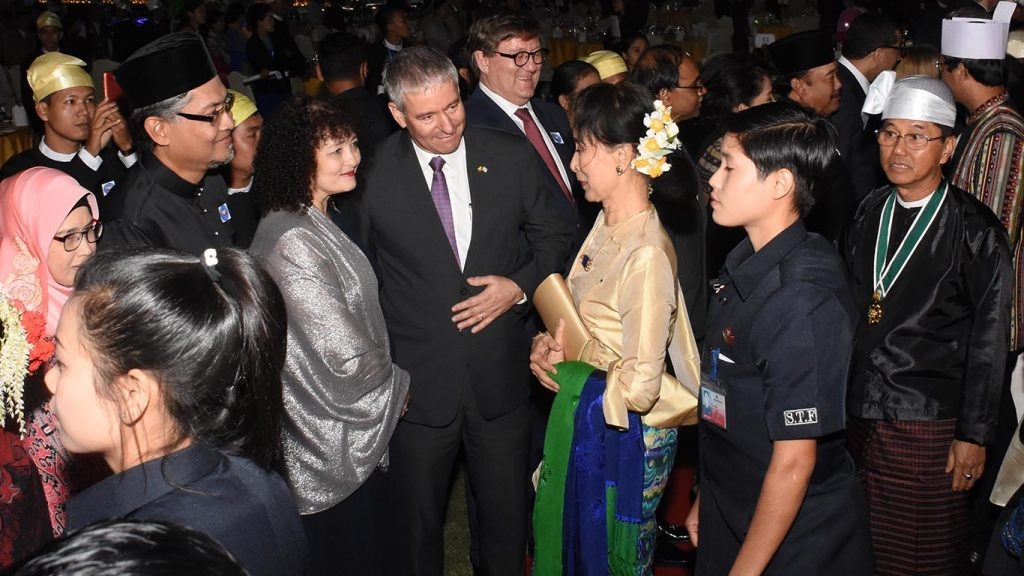 State Counsellor Daw Aung San Suu Kyi greets diplomats at the dinner in commemoration of the 70th anniversary of the Independence Day in Nay Pyi Taw yesterday.Photo: MNA