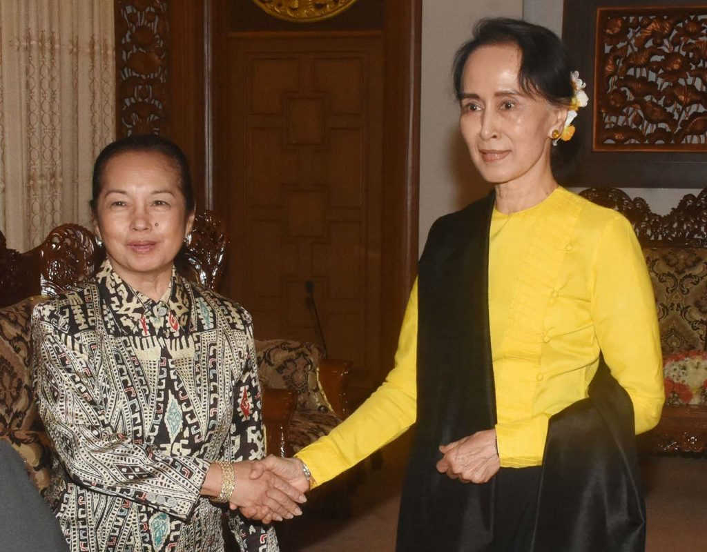 State Counsellor Daw Aung San Suu Kyi welcomes Hon. Gloria Macapagal-Arroyo, former president of the Philippines.  Photo: MNA