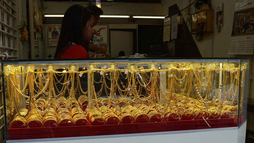 The high price of global gold prices have caused domestic gold prices to soar up.    Photo: Phoe Khwar