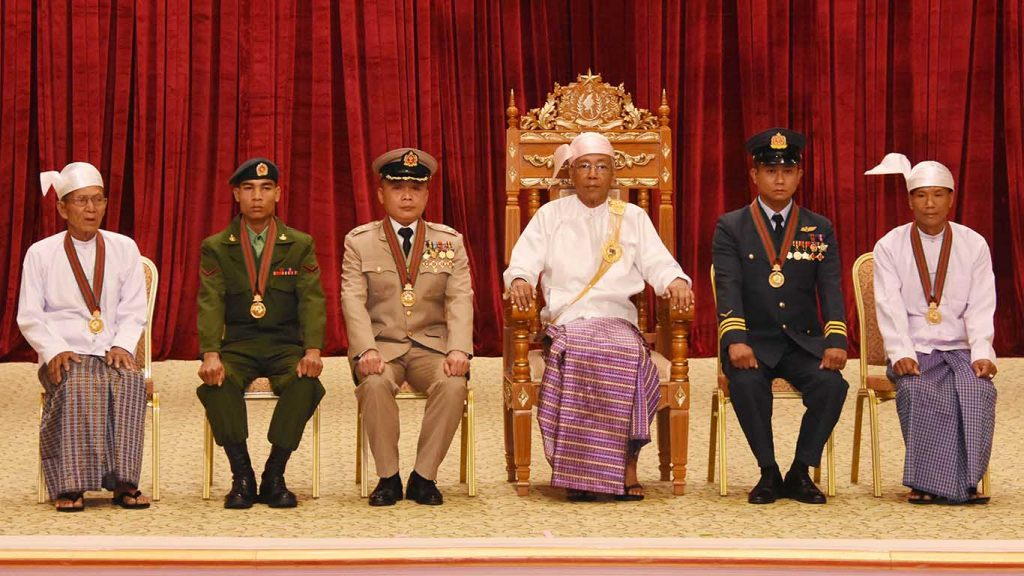 President U Htin Kyaw (Third from Right) poses for documentary photos together with recipients of bravery titles and those who accepted the titles on behalf of the recipients.Photo: MNA