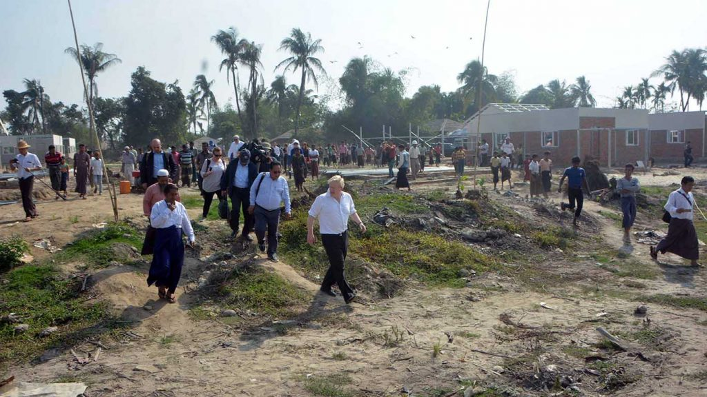 Foreign Secretary Johnson arrives in Pantaw Pyin Village to speak with local residents on their situation.  Photo: MNA