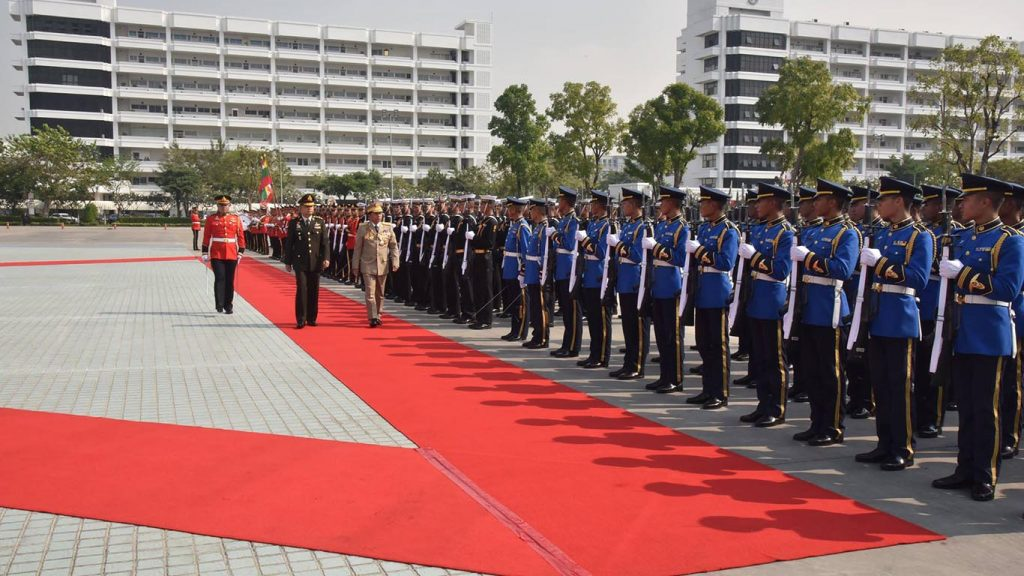 Senior General Min Aung Hlaing and Chief of Defence Force of the Royal Thai Armed Forces Gen. Tarnchaiyan Srisuwan inspect the Guard of Honour in Thailand. Photo: MNA