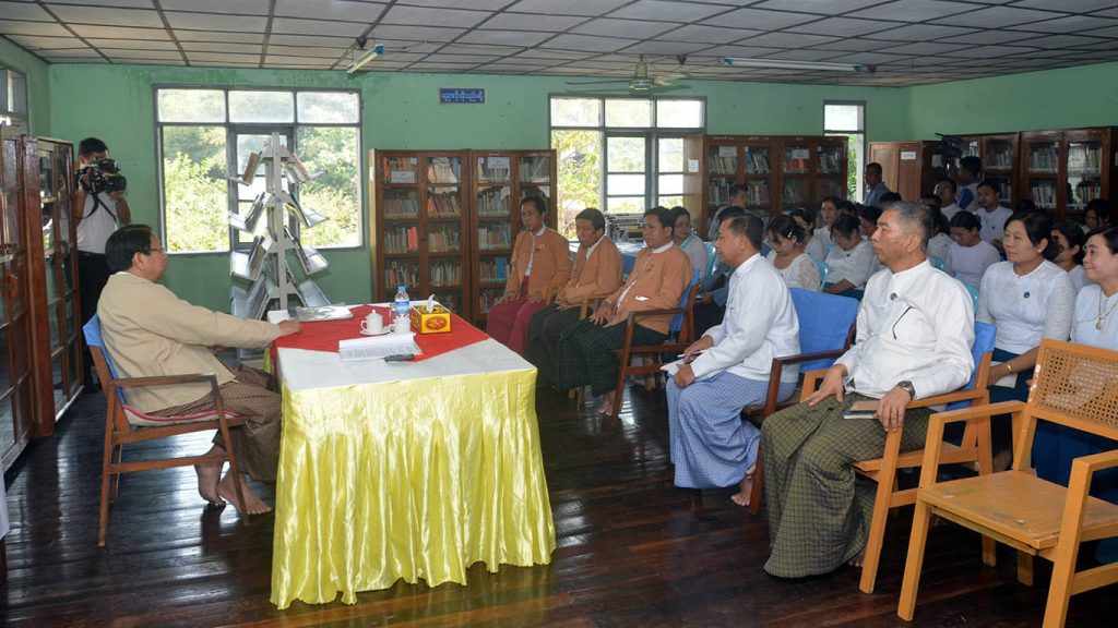 Union Minister for Information Dr. Pe Myint meeting with officials and stafff of the Information and Public Relations Department at the Bahan Township IPRD.  Photo: MNA