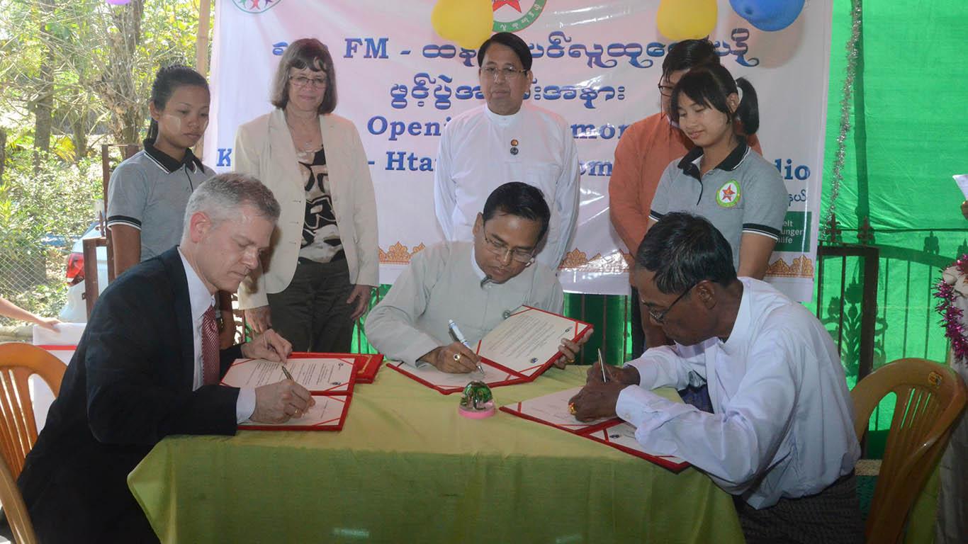 Micahel Karhausen (L), U Kyaw Htay (R), and MRTV Director-General U Myint Htwe sign MoU for Htan Tabin Community Radio.Photo: MNA