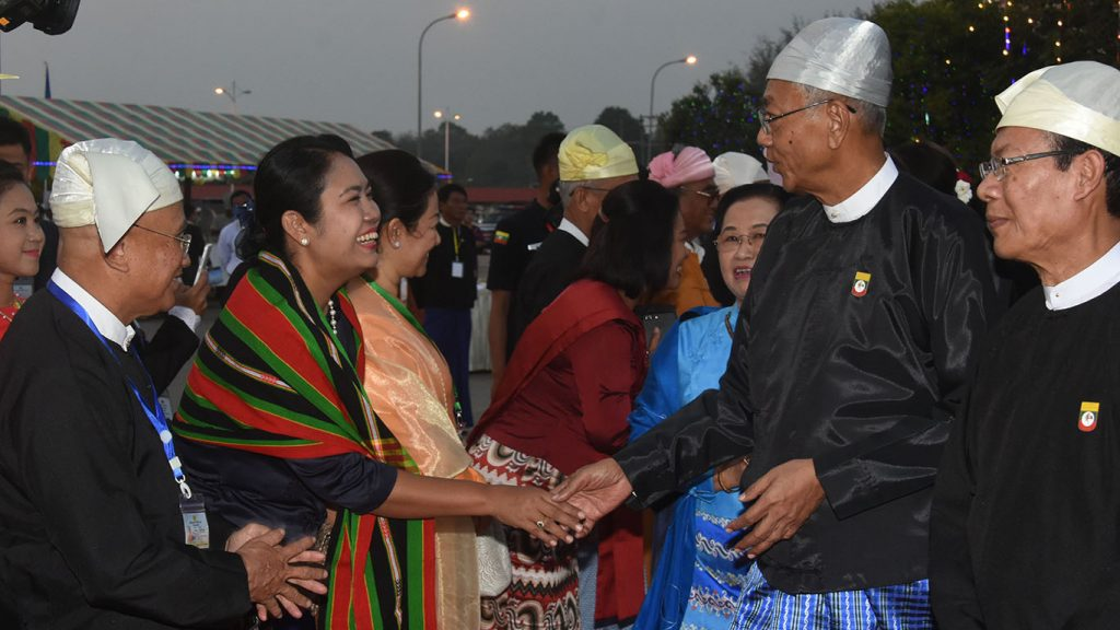 President U Htin Kyaw and wife welcome MPs who attend the dinner in commemoration of 71st Anniversary Union Day in Nay Pyi Taw. Photo: Myanmar News Agency