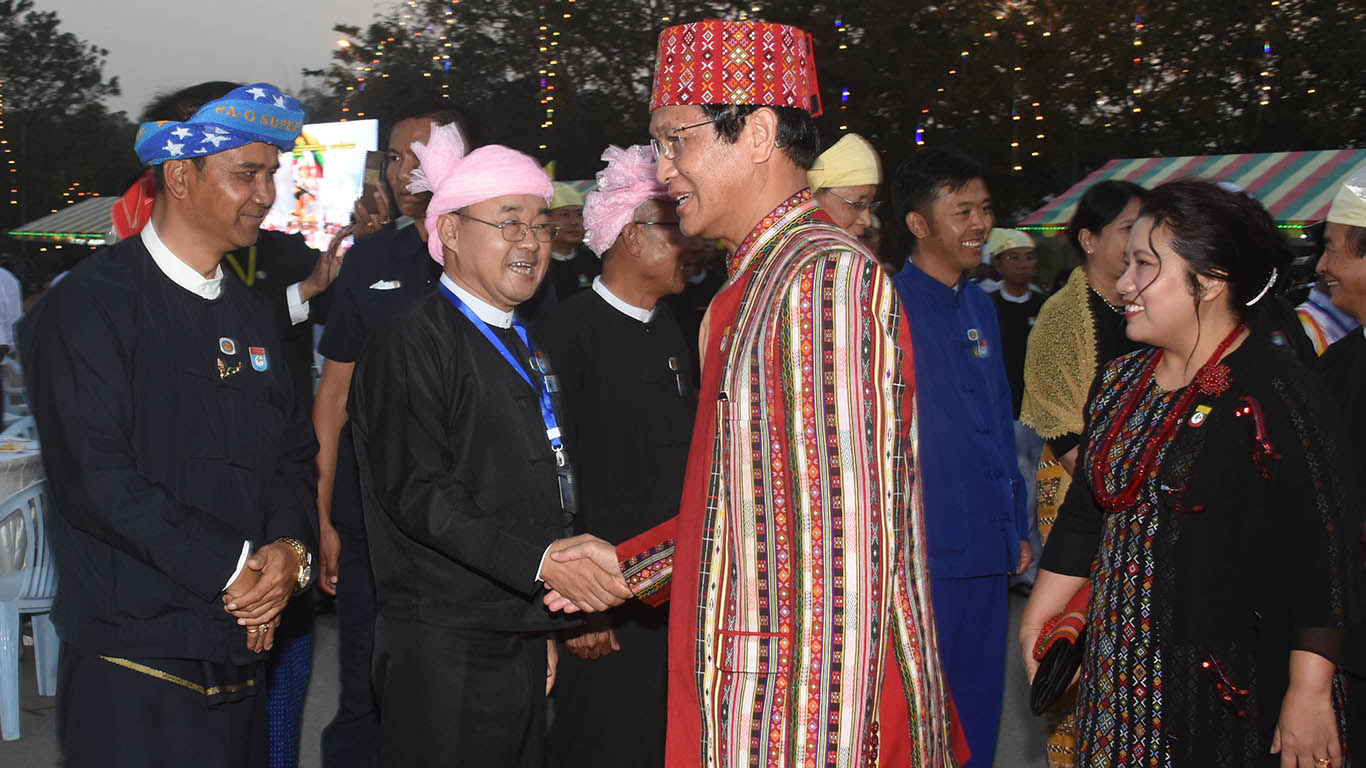 Vice President U Henry Van Thio greets ethnic people who attend the dinner in commemoration of 71st Anniversary Union Day.Photo: MNA