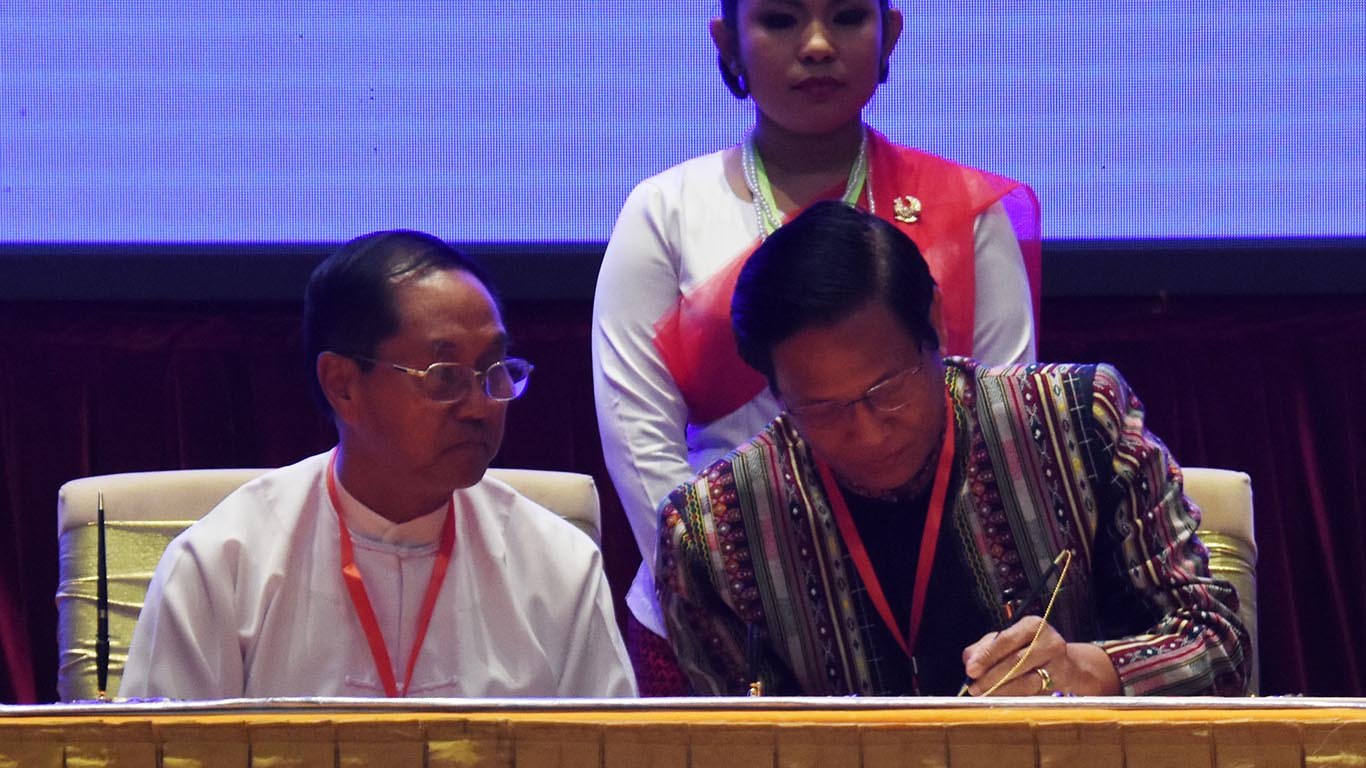 Vice President U Henry Van Thio signs Nationwide Ceasefire Agreement in Nay Pyi Taw yesterday. Photo: MNA