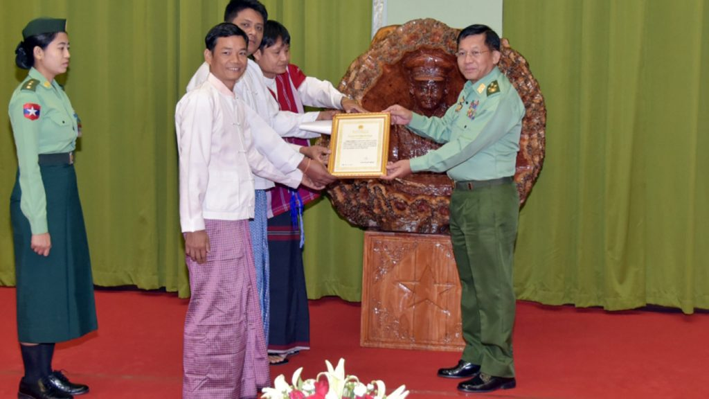 Senior General Min Aung Hlaing gives the certificate of honour to donors. Photo: MNA