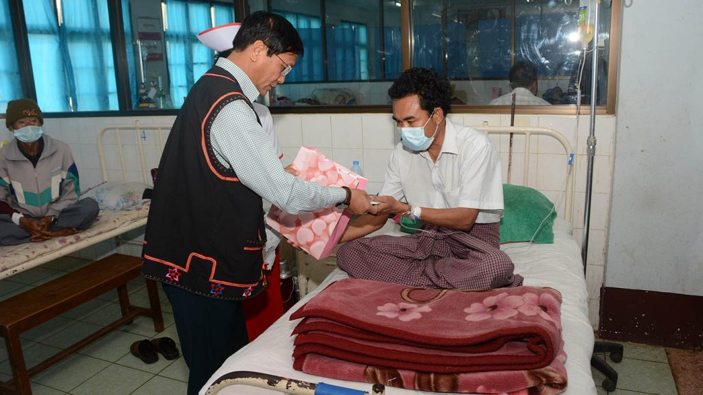 Vice President U Henry Van Thio comforts patient at Kengtung General Hospital.Photo: MNA