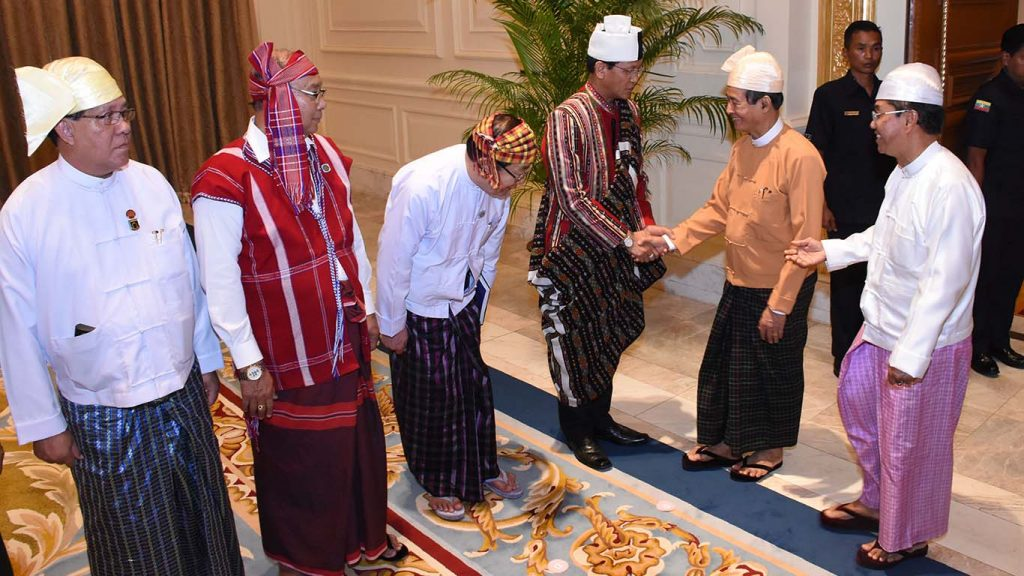 President U Win Myint is formally introduced to Vice President U Henry Van Thio, Speaker of Pyithu Hluttaw and Speaker of Amyotha Hluttaw by Vice President U Myint Swe at the Presidential Palace yesterday.Photo: MNA