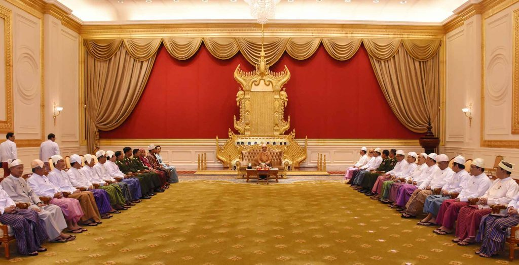 President U Win Myint is welcomed by Union cabinet members at the Presidential Palace following his taking oath of office at Pyidaungsu Hluttaw.Photo: MNA