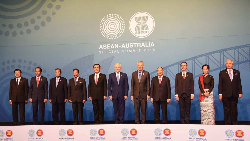 Daw Aung San Suu Kyi (second from right) poses for photo together with other Southeast Asian leaders and Prime Minister of Australia Mr. Malcolm Turnbull. Photo: MNA