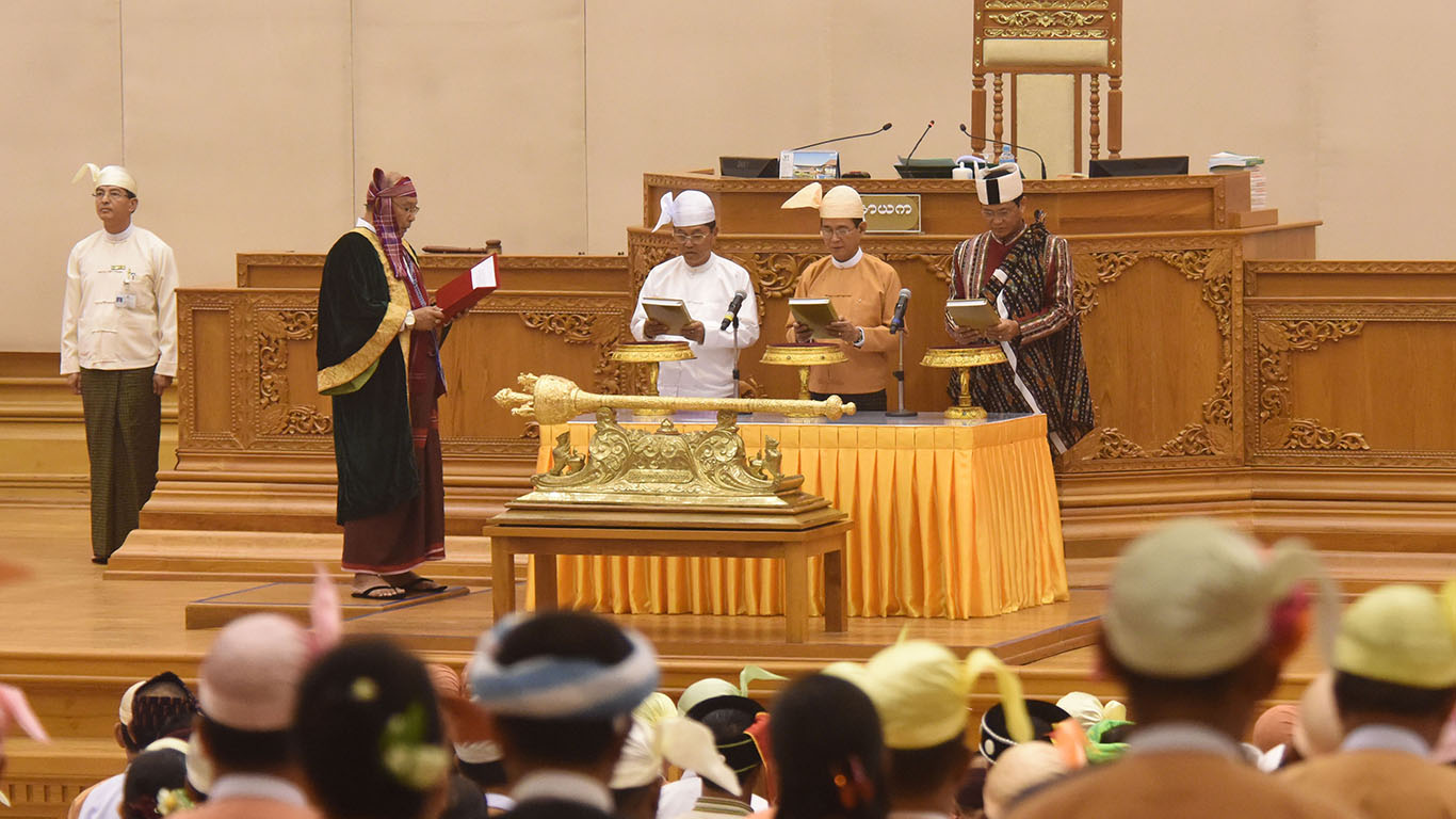 President U Win Myint, centre, flanked by vice presidents U Myint Swe, left, and U Henry Van Thio, right, take their oath of office yesterday at the Pyidaungsu Hluttaw. Photo: MNA