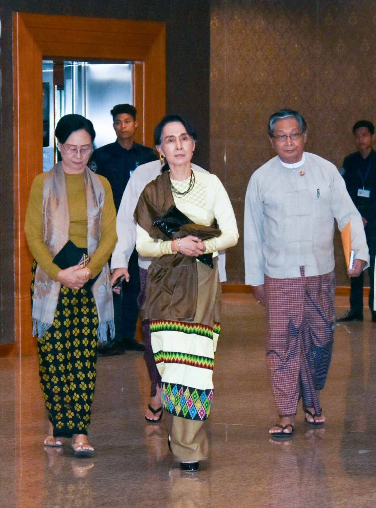 State Counsellor Daw Aung San Suu Kyi arrives back in Nay Pyi Taw yesterday after attending the two-day ASEAN-Australia Special Summit held in Sydney.Photo: MNA