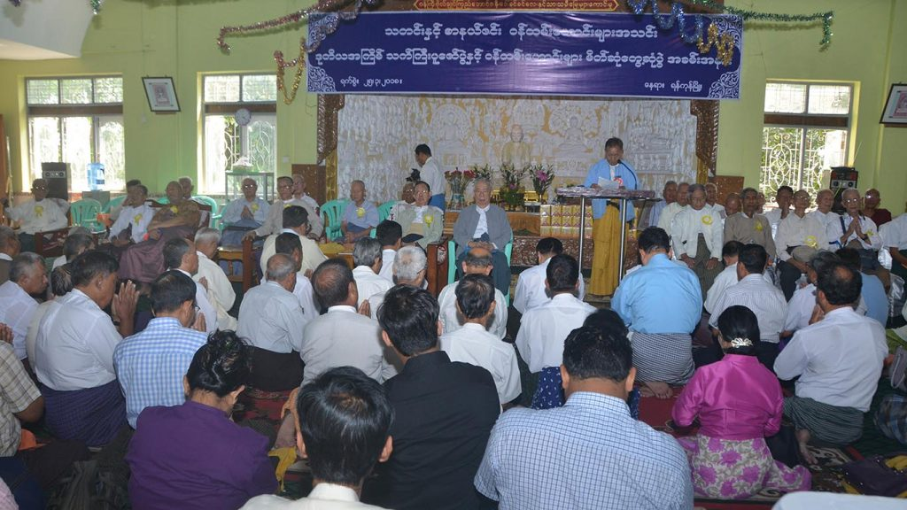 Former NPE staffs paying respect to veteran journalists. Photo:Khin Maung Win (Kyemon)